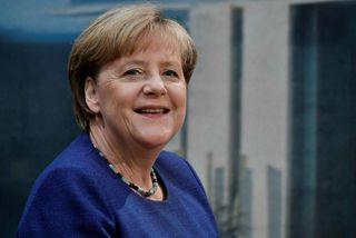 """Samkvæmt skýrsluhöfundum fjölluðu fjölmiðlar ekki um """"allir velkomnir""""-stefnu Angelu Merkel með gagnrýnum hætti."""