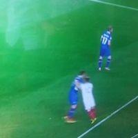 Watch Rooney punching Iceland's Gylfi Sigurðsson