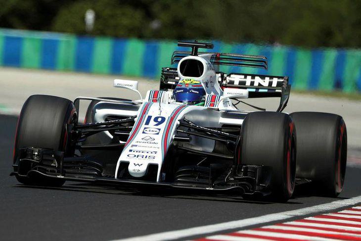 Felipe Massa á æfingunni í Búdapest í morgun en hann hætti henni snemma vegna veikinda.