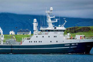 Vigri RE-71 á leið til löndunar. Skipið er um þessar mundir í slipp.