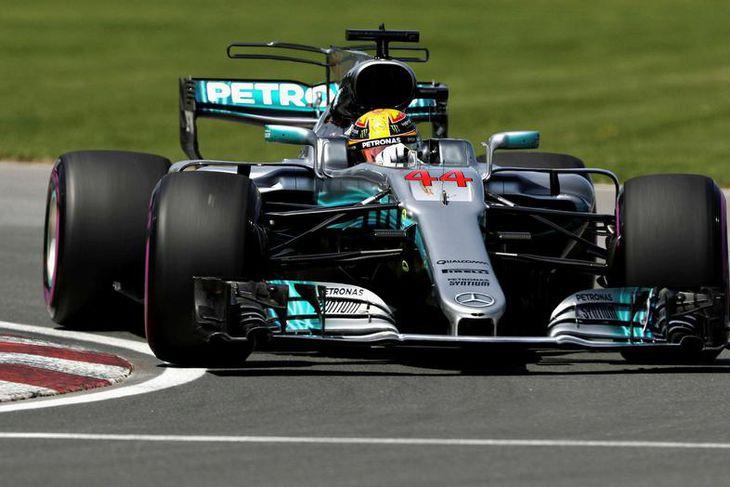 Lewis Hamilton í tímatökunni í Montreal í dag.
