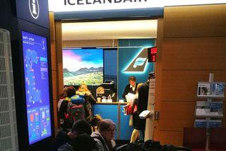 Fyrir utan söluskrifstofu Icelandair fyrir skömmu.
