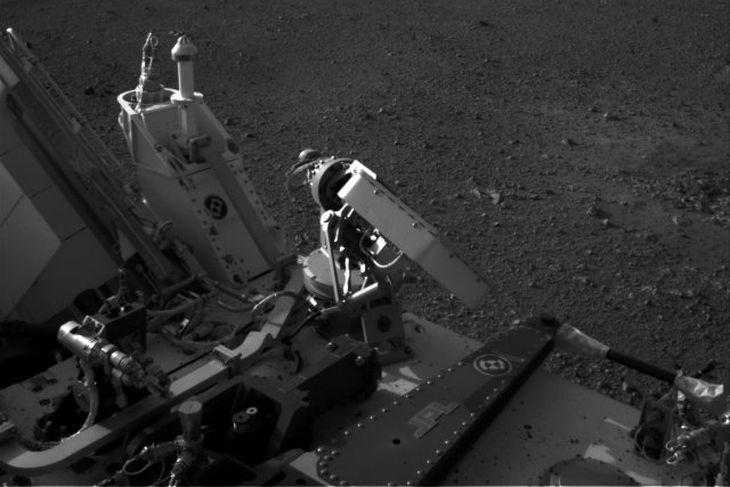Lág fjöll í fjarska á Mars.