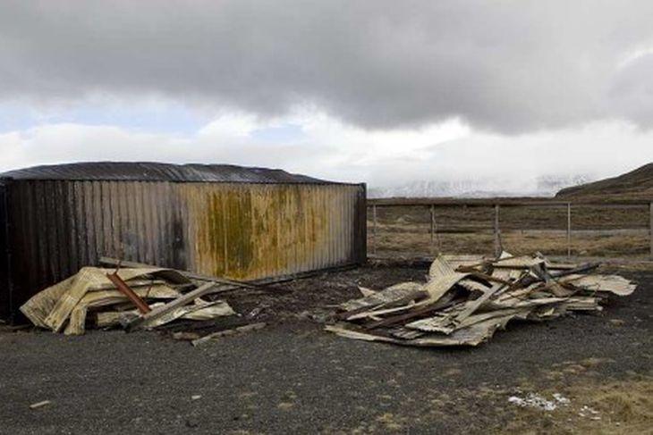 Aðkoman er nöturleg á æfingasvæði SHS og fátt nýtilegt eftir. Þar sem nú er bárujárnshrúga, ...