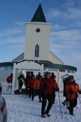 Gangan hófst við kirkjuna í Reykjahlíð.