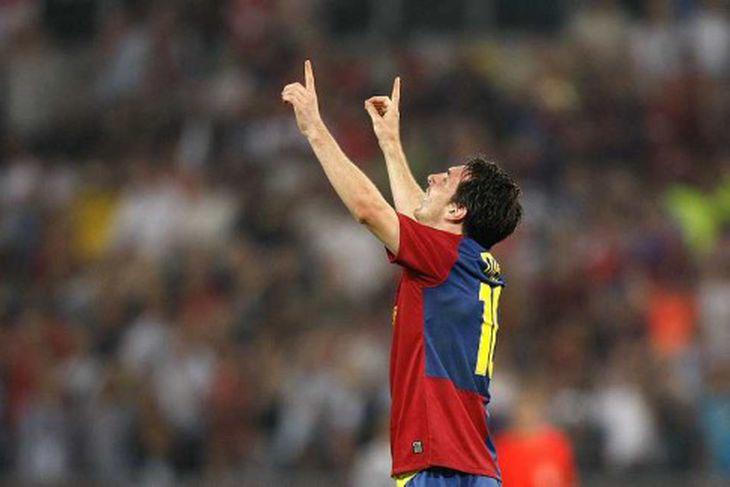 Lionel Messi fagnar marki sínu.