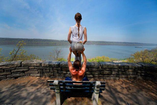 Jill WIlson og Jacob Jonas, sérfræðingar í akró-jóga     <em>Jordan Matter</em>