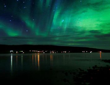 Norðurljósadans á lofti yfir Borgarfirði.