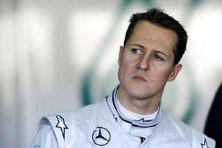 Michael Schumacher féll í dá fyrir tæpum þremur árum síðan.