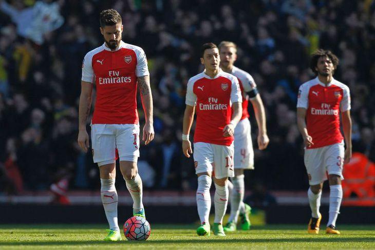 Leikmenn Arsenal hnípnir eftir mark Odion Ighalo, framherja Watord, í leik liðanna í dag.