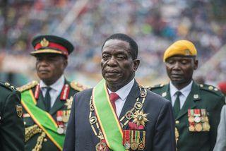 Emmerson Mnangagwa forseti Simbabve hefur verið gagnrýndur fyrir að velja með sér í stjórn þá ...