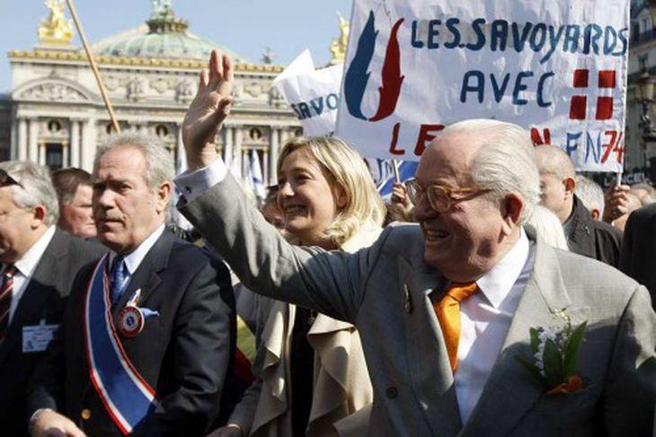 Franski þjóðernisöfgasinninn Jean-Marie le Pen leiddi göngu Þjóðarfylkingarinnar í París.