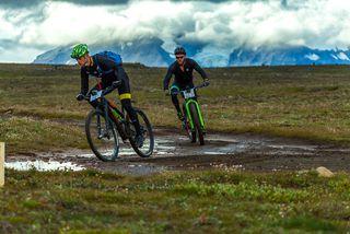 Hjólreiðakappar á fullri ferð í WOW Glacier 360.