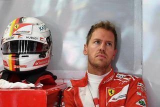 Sebastian Vettel hvílir sig milli aksturslota á æfingu í Spa-Francorchamps í gær.