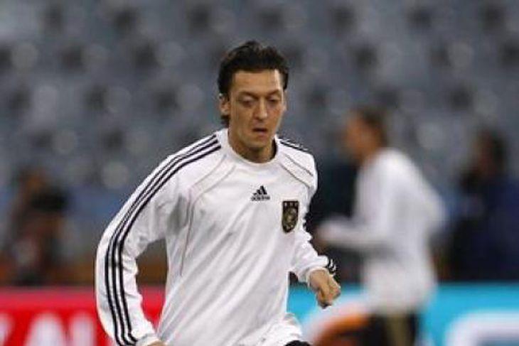 Mesut Özil var frábær á HM og er eftirsóttur.