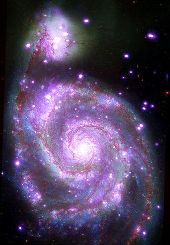 Messier 51 er þyrilstjörnuþoka eins og Vetrarbrautin okkar í um 30 milljón ljósára fjarlægð frá ...