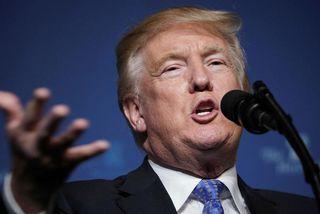 Donald Trump Bandaríkjaforseti birti myndband af frumgerð múrsins á Twitter-síðu sinni.