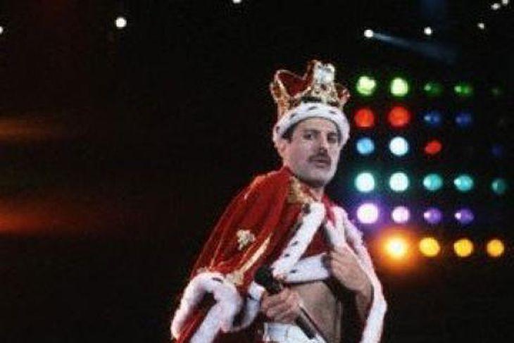 Freddie Mercury var með flotta sviðsframkomu