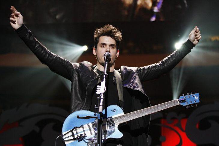John Mayer á sviði í New York.