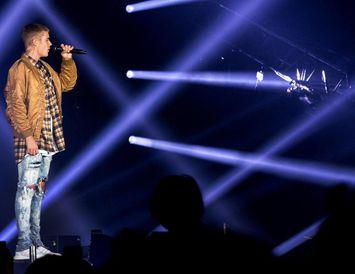 Justin Bieber á sviði í Kórnum á síðasta ári.