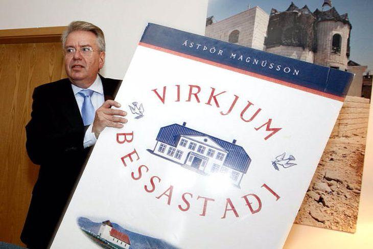 Ástþór Magnússon tilkynnir forsetaframboð 2. mars 2012.