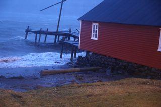 Frá óveðrinu á Eskifirði í gær.