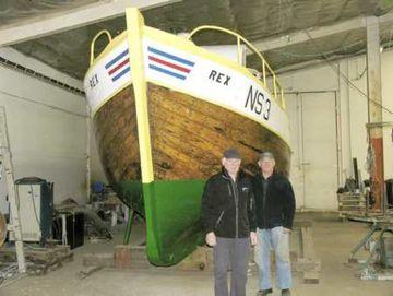 Finnbogi Jónsson og Albert Kemp við Rex NS að verki loknu.