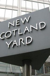Scotland Yard segir stúlkuna hafa verið í samskiptum við einn vígamanna hryðjuverkasamtakanna Ríki Íslams.