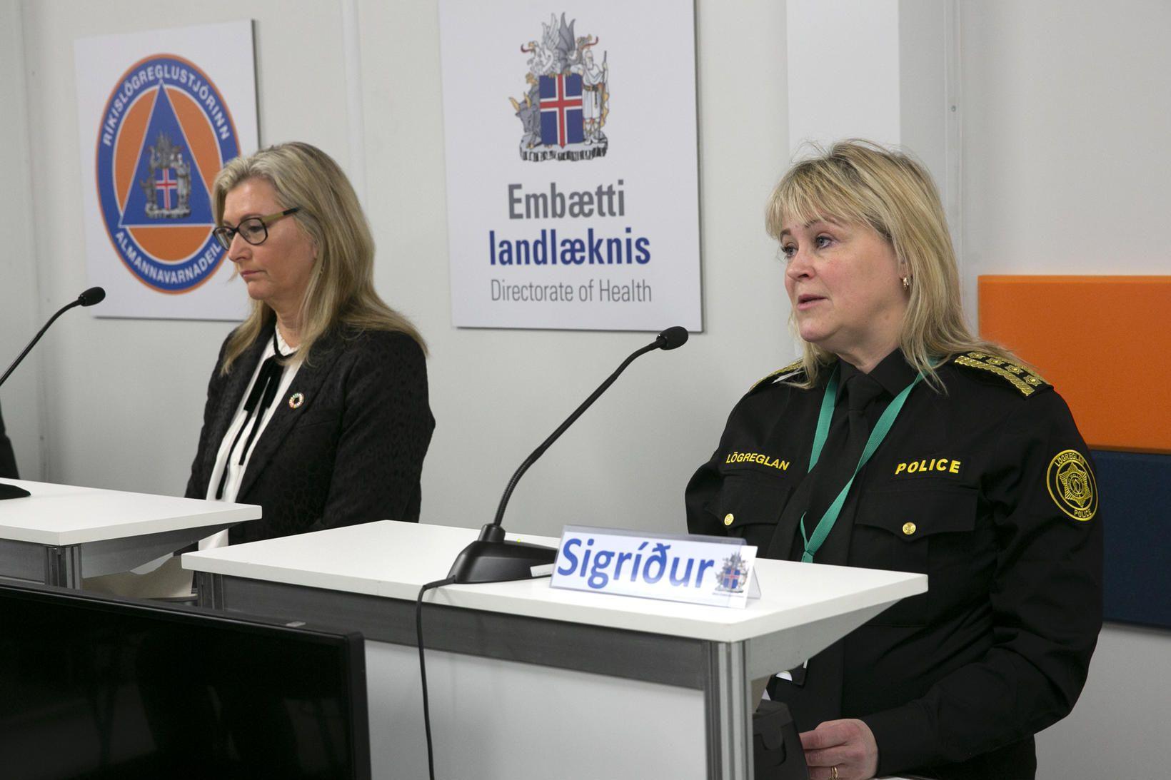 Alma D. Möller og Sigríður Björk Guðjónsdóttir á blaðamannafundinum.