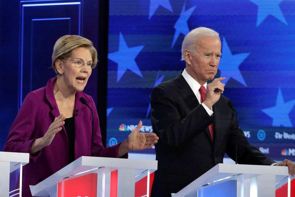 Elizabeth Warren og Joe Biden í kappræðunum í gærkvöldi.