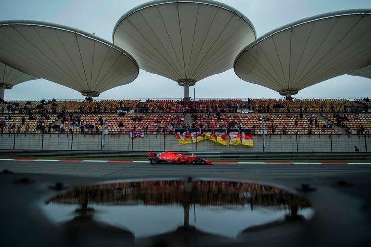Sebastian Vettel í tímatökunni í Sjanghæ.