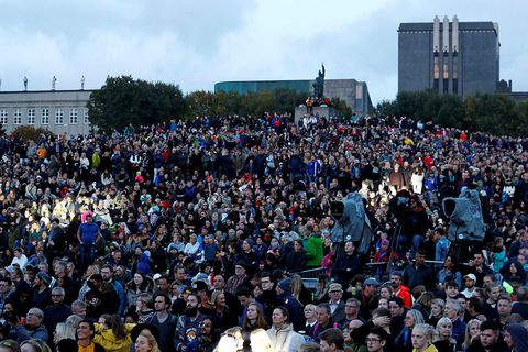 Arnarhólll hill was packed while musicians entertained.