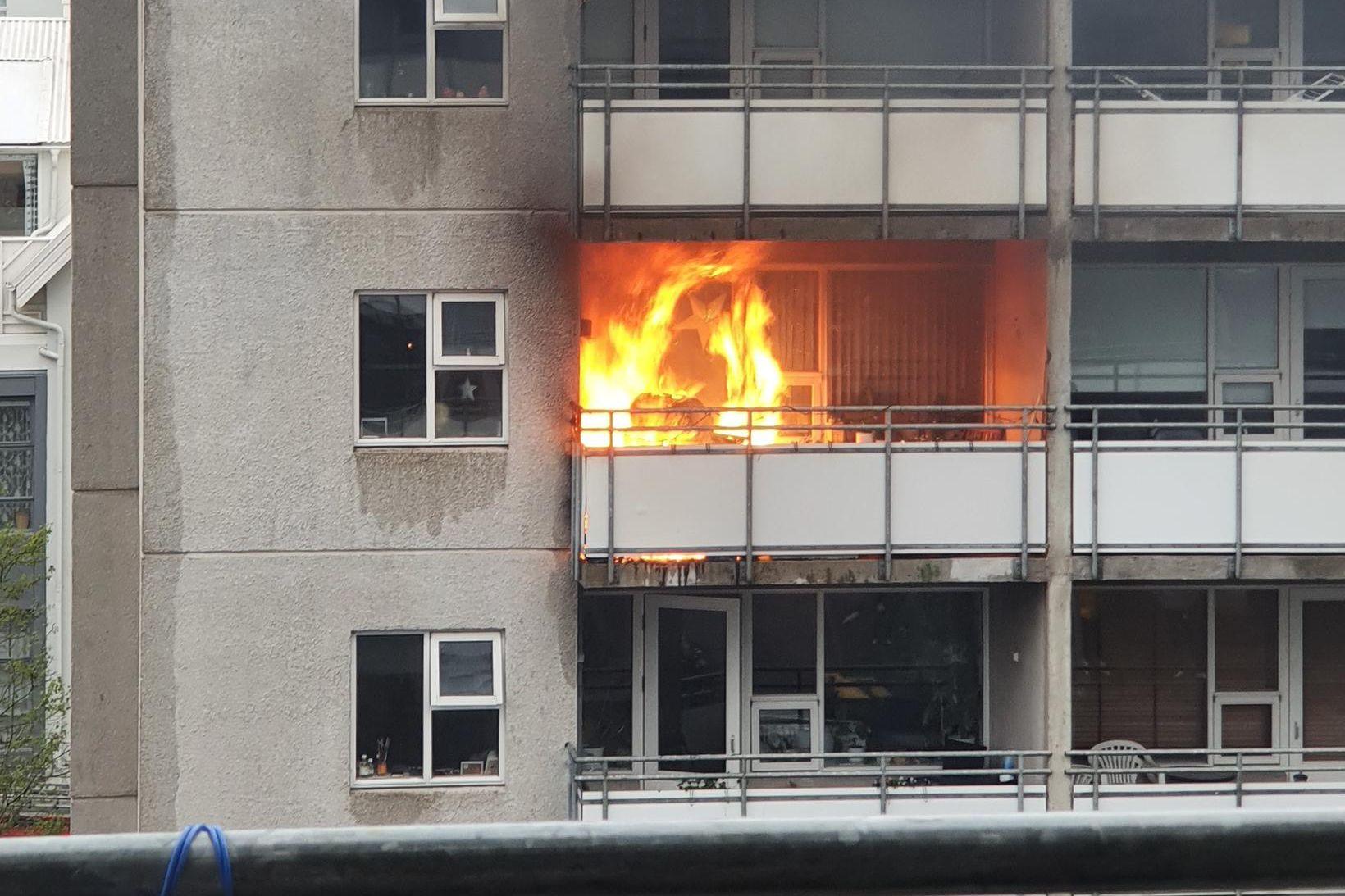 Um hressilegan eld var að ræða, að sögn varðstjóra.