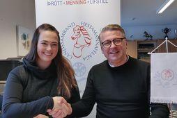 Hekla Katharína Kristinsdóttir og Kristinn Skúlason, formaður Landsliðsnefndar LH undirrita samninginn.