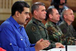 Forsetinn Nicolas Maduro situr lengst til vinstri.