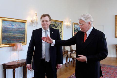 Former PM Sigmundur Davíð Gunnlaugsson (left) and President Ólafur Ragnar Grímsson (right).