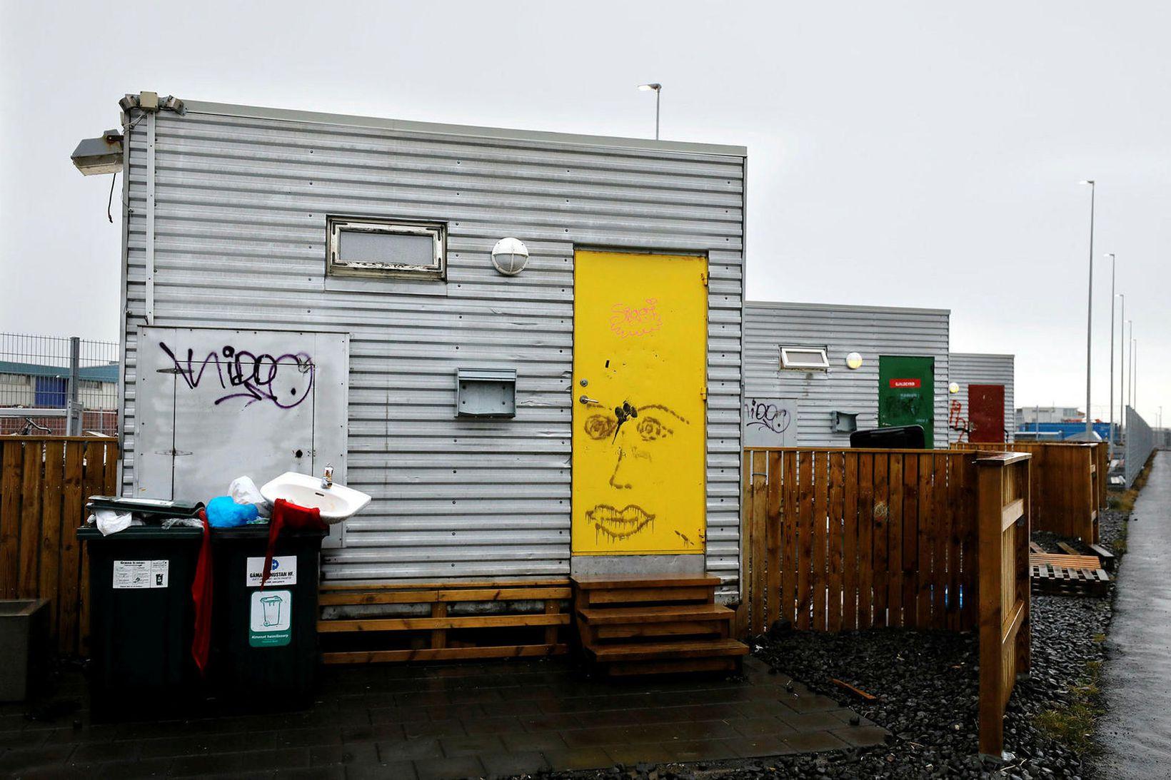 Reykjavíkurborg rekur þegar nokkur neyðarskýli á höfuðborgarsvæðinu en vegna kórónuveirufaraldursins …