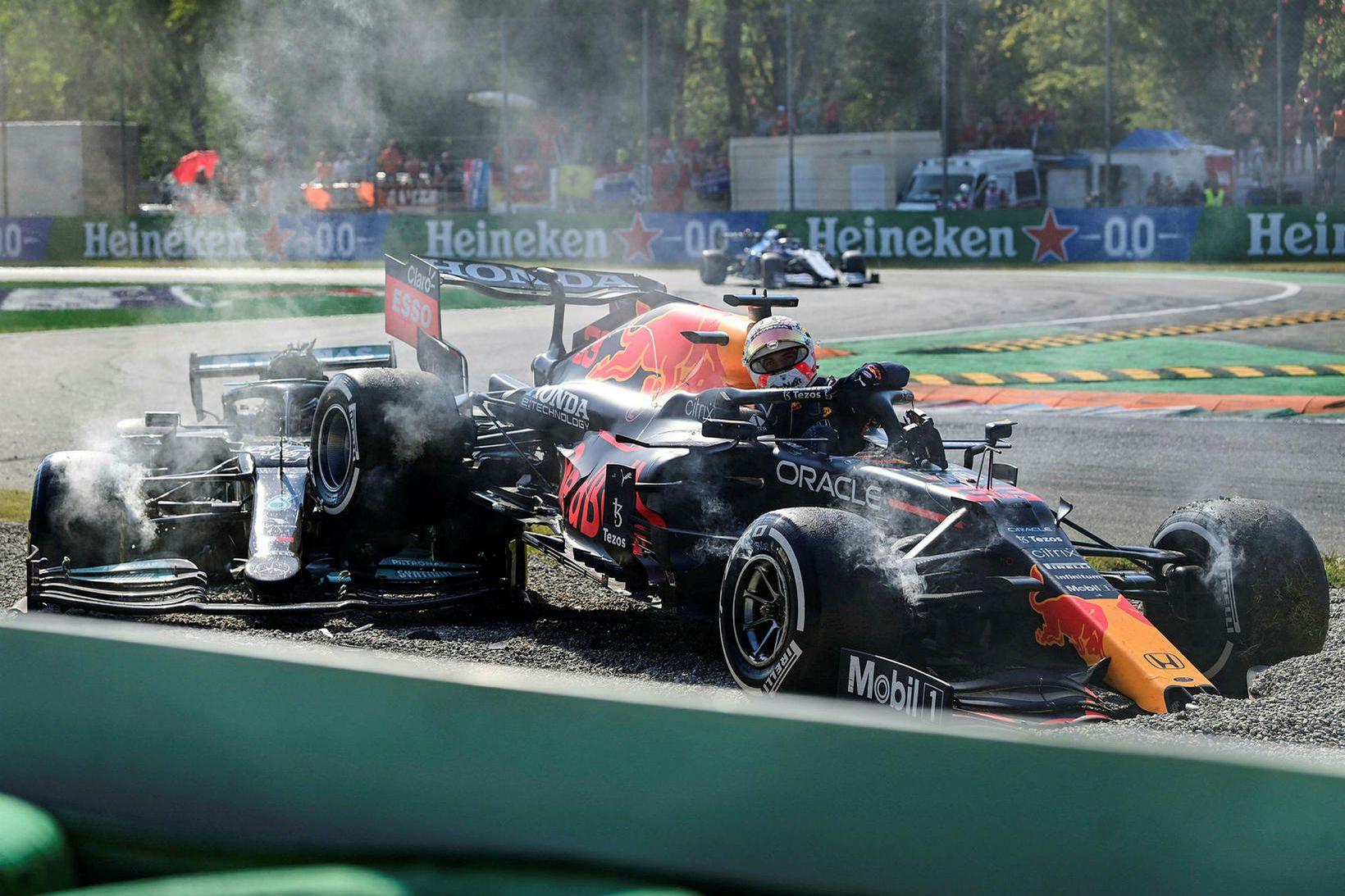 Max Verstappen og Lewis Hamilton lentu í árekstri.