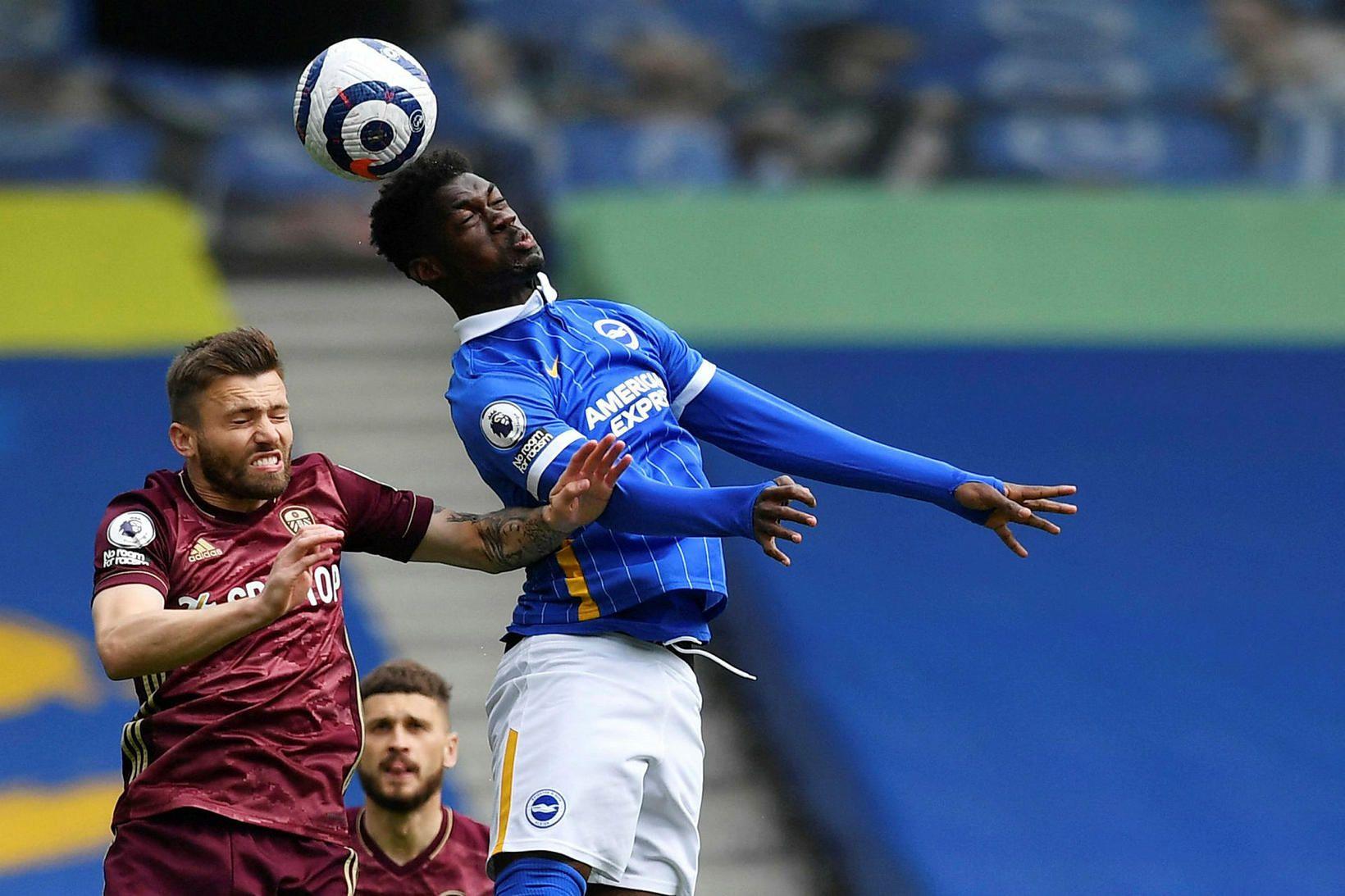 Stuart Dallas og Yves Bissouma eigast við í leik Leeds …