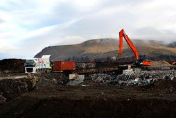 Sorp urðað í jörðu í Álfsnesi. Um 100.000 tonn af sorpi bárust á urðunarstað Sorpu ...