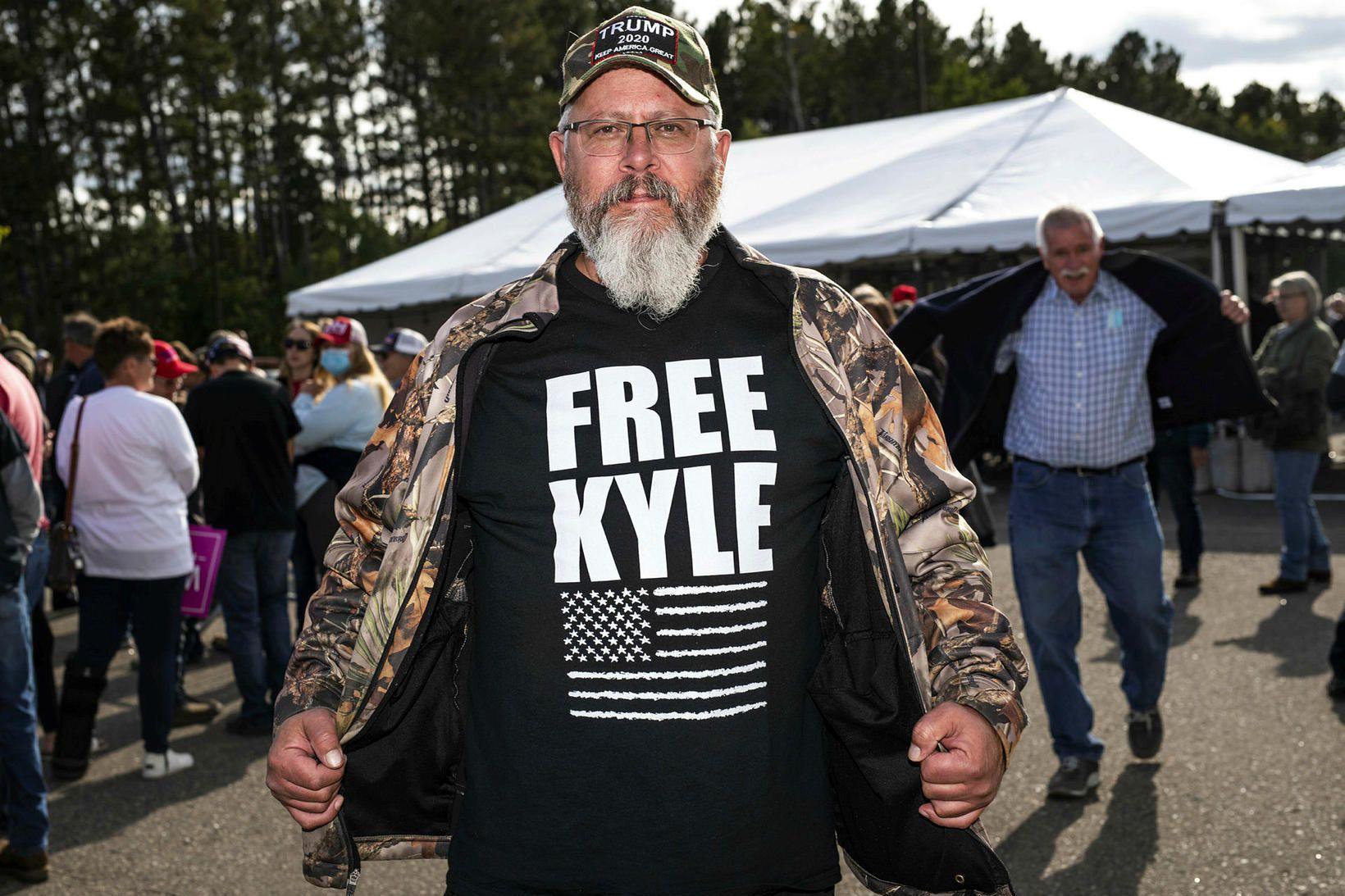 Frá göngu til stuðnings Donald Trump í september. Free Kyle …