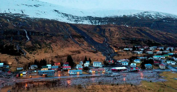 Mikil rigning hefur verið á Seyðisfirði síðustu daga, en skriður féllu á bæinn í gær.
