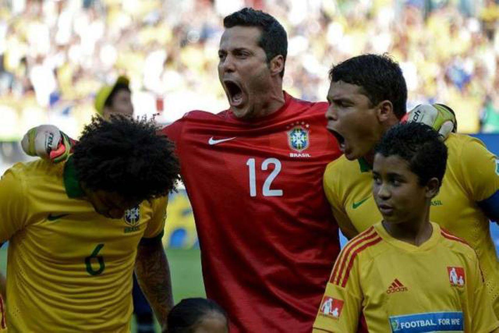 Júlio César er kominn í úrslitaleik Álfukeppninnar með Brasilíu.
