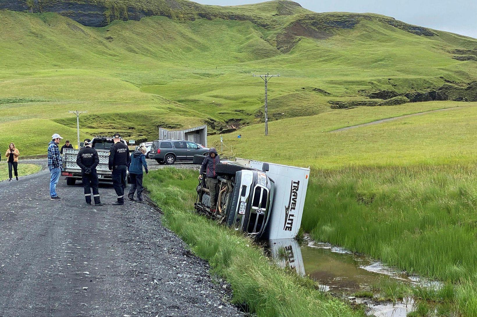 Ferðalangarnir voru amma og afi ásamt þremur barnabörnum.