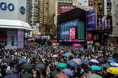 Fjöldi fólks hefur mótmælt hertu taki kínverskra stjórnvalda á sjálfsstjórnarhéraðinu Hong Kong undanfarna daga.