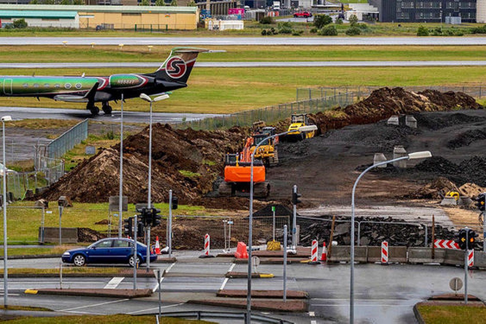Framkvæmdir á Hlíðarendareit teygja sig að Reykjavíkurlugvelli.