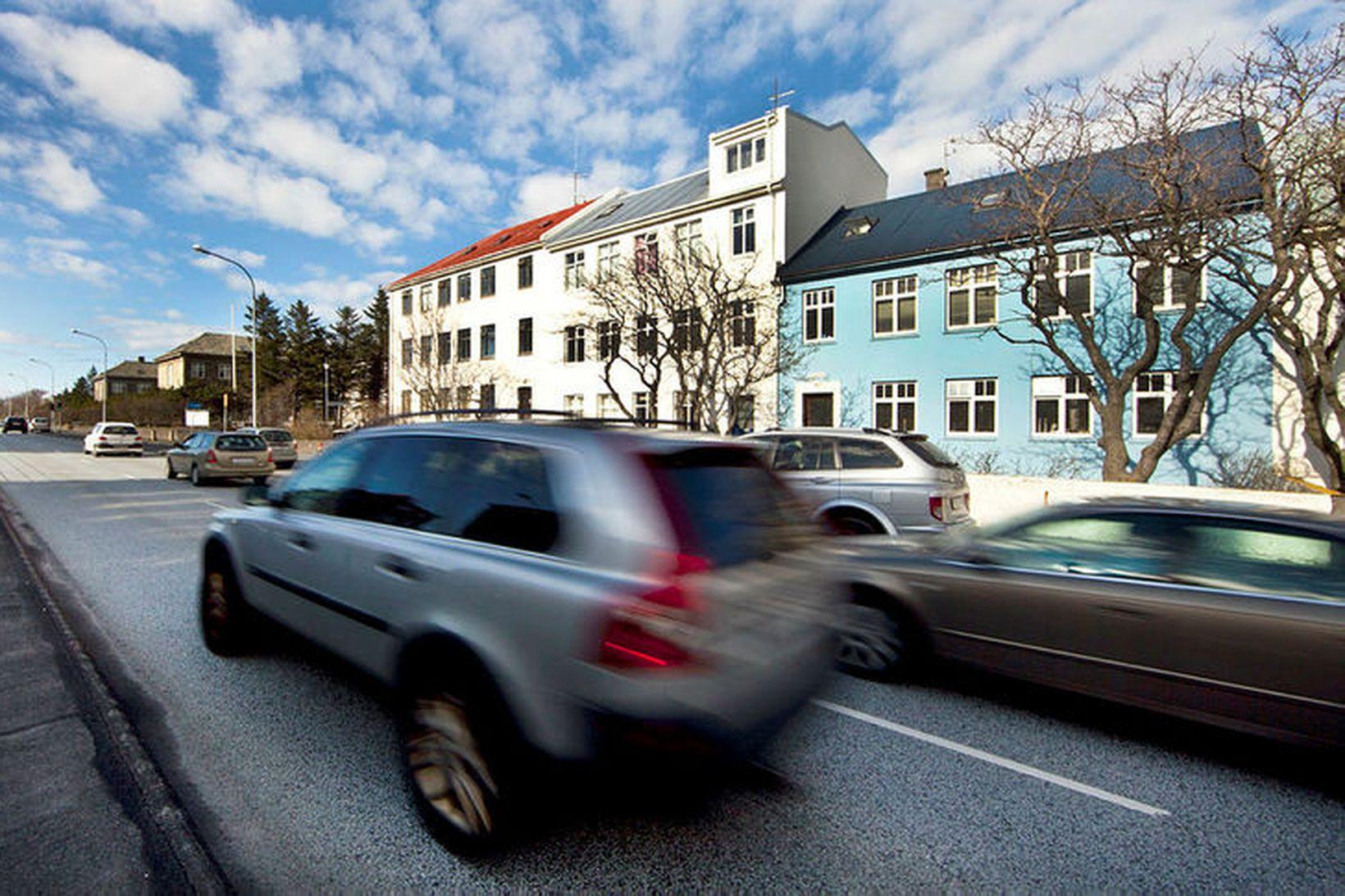 Hámarkshraði á stærstum hluta gatna í Reykjavík verður 40 og …