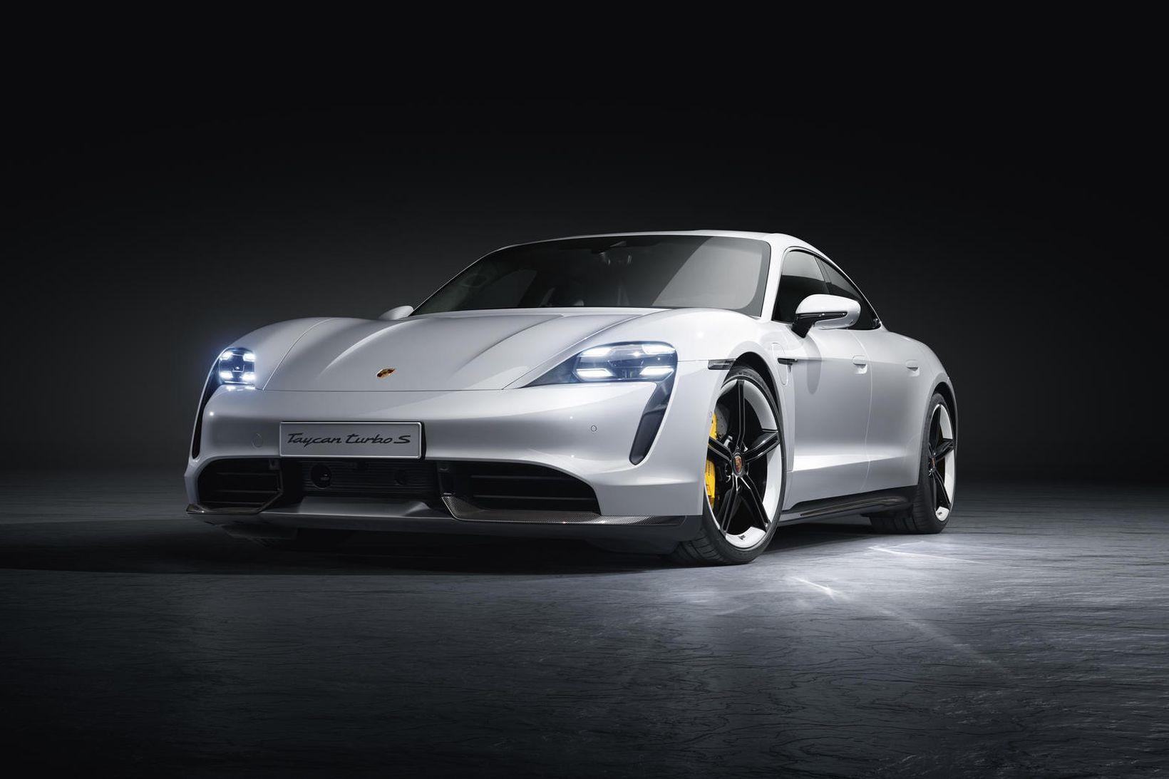 Porsche Taycan er fagur sportbíll.