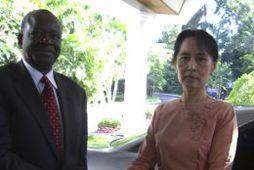Ibrahim Gambari og Aung San Suu Kyi