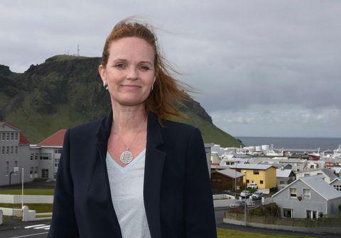 Íris Róbertsdóttir, bæjarstjóri í Vestmannaeyjum, segir Eyjamenn ætla halda í gleðina um helgina.